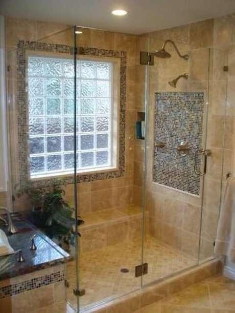 23. Tijolo de vidro em parede externa de banheiro