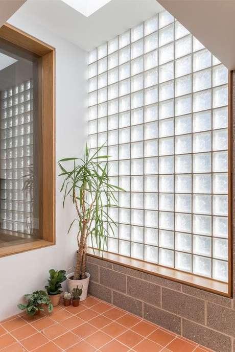 65. O tijolo de vidro é uma peça curinga. Foto: Pinterest