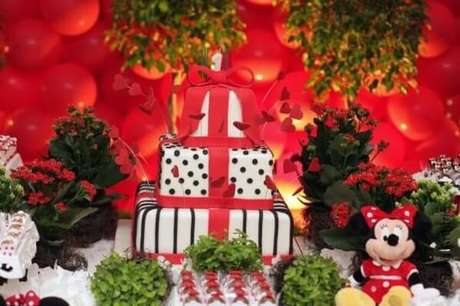 74 – Invista em flores na decoração de festa da Minnie. Fonte: Mil Dicas de Mãe