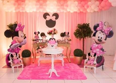 23 – Utilize esculturas em papel da Minnie para complementar a decoração. Fonte: A Mãe Coruja