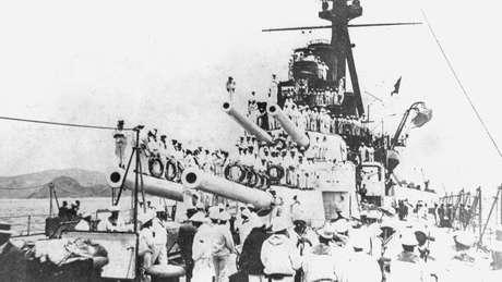 Os marinheiros assumiram o comando de quatro navios