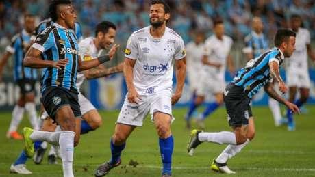 Fred, responsável pelos gols, mais uma vez não chegou nem perto de deixar sua marca nas redes gremistas-(Raul Pereira/Lancepress!)