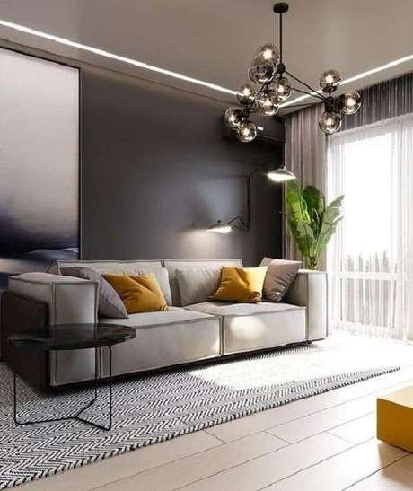 10. Sala de estar com piso flutuante e pendente criativo metálico. Fonte: Pinterest