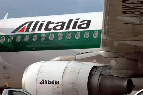 Avião da Alitalia no Aeroporto de Fiumicino, nos arredores de Roma