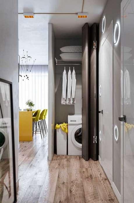 11. A área da lavanderia recebeu o acabamento com piso flutuante. Fonte: Pinterest