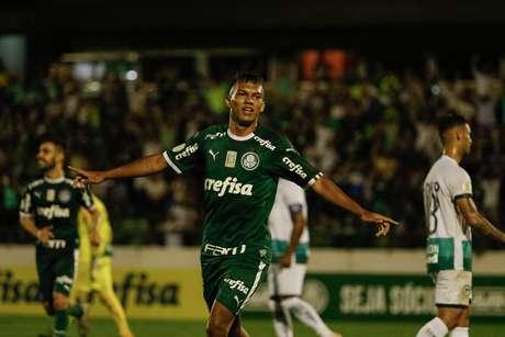 Gabriel Verón marcou dois gols e deu uma assistência.