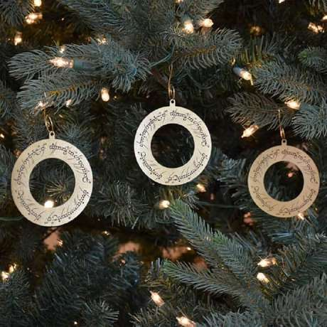 13. Inspiração de decoração de árvore de natal por meio do artesanato com CD. Fonte: Pinterest