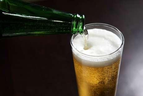 Saiba para que serve a espuma da cerveja