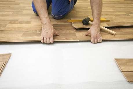 7. Como instalar piso flutuante sem danificar sua estrutura. Fonte: Pinterest