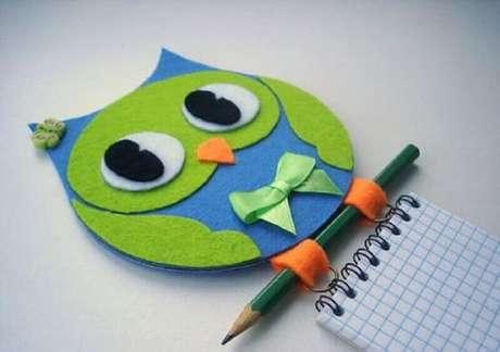 30. Desenhos e objetos de coruja são muito usados na decoração, então que tal fazer uma arte com CD e criar uma coruja, hem. Fonte: Pinterest