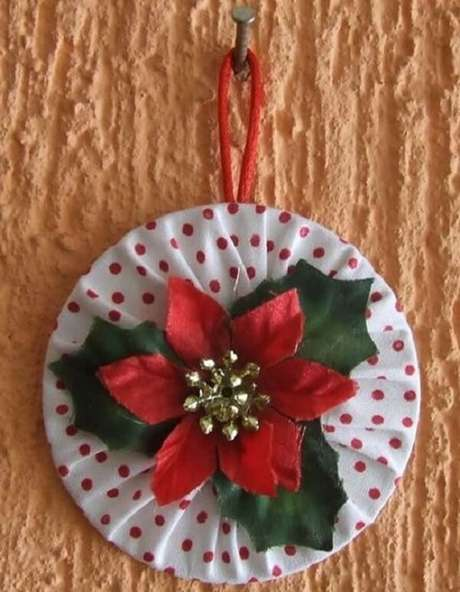 44. Crie um lindo enfeite de parede por meio do artesanato com CD. Fonte: Pop Lembrancinhas