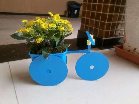 46. Crie um lindo suporte para plantas por meio do artesanato com CD. Fonte :Reciclagem no Meio Ambiente