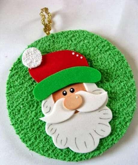 51. Enfeite de natal delicado criado por meio do artesanato com CD. Fonte: Pinterest