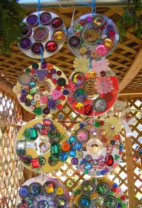 52. Enfeites criativos feitos de artesanato com CD. Fonte: Pinterest