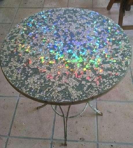 55. Faça mosaicos a partir do artesanato com CD. Fonte: Revista Artesanato