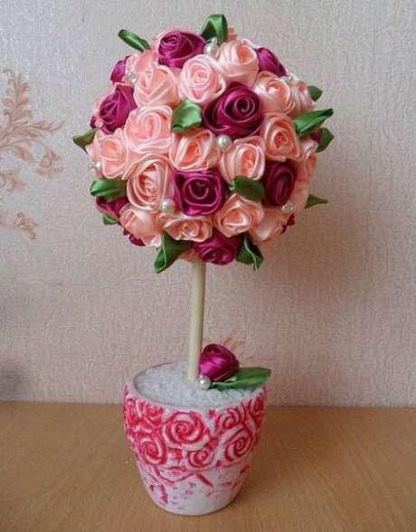 4. Flor de fita de cetim para fazer a decoração de casa – Via: Pinterest