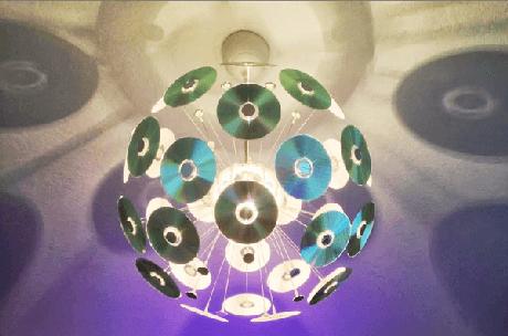 59. Forme um lindo globo com CDs antigos. Fonte: Pinterest