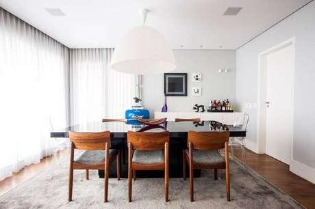 3. Rebaixamento de gesso na sala de jantar com cortinas embutidas.