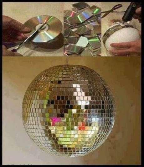 20. Está pensando em dar uma festa? Que tal fazer um globo de festa feito de reciclagem com CD. Fonte: Pinterest