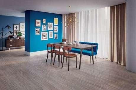 51. Decore o cômodo com piso flutuante. Fonte: Blog Mocambo Imóveis