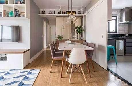 44. A cor neutra do piso flutuante se harmoniza facilmente com os demais objetos decorativos do ambiente. Fonte: Pinterest