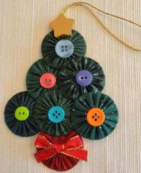 65. Mini árvore de natal feita com CDs. Fonte: Pinterest