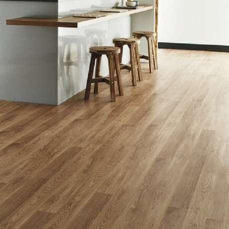 57. Utilize o piso laminado flutuante em diferentes cômodos da casa. Fonte: Pinterest