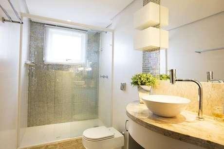 5. No banheiro, um rebaixamento simples pode dar um efeito lindo. Projeto por Camila Chalon.