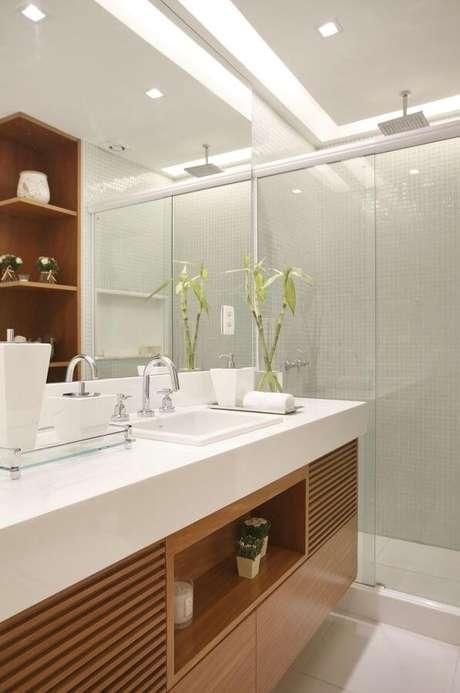 57. Rebaixamento de gesso para banheiro iluminado. Via: Pintererest