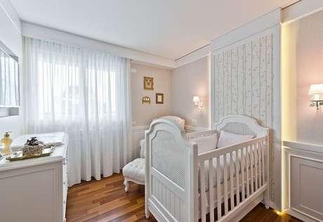 23. Invista nos detalhes do gesso para um quarto de bebê lindo. Projeto por Leonardo Muller.