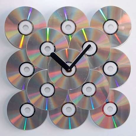 73. Relógio criativo feito de artesanato com CD. Fonte: Mercado Livre