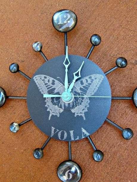 27. Mais um modelo de relógio de artesanato com CD. Fonte: Pinterest