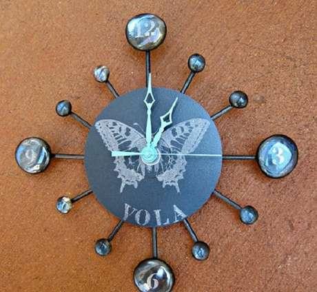 74. Relógio engenhoso criado por meio do artesanato com CD. Fonte: Pinterest