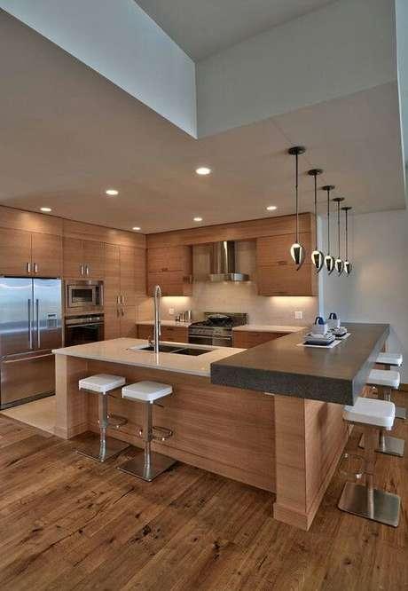 70. Rebaixamento de gesso com lustres na bancada da cozinha. Via: Pinterest