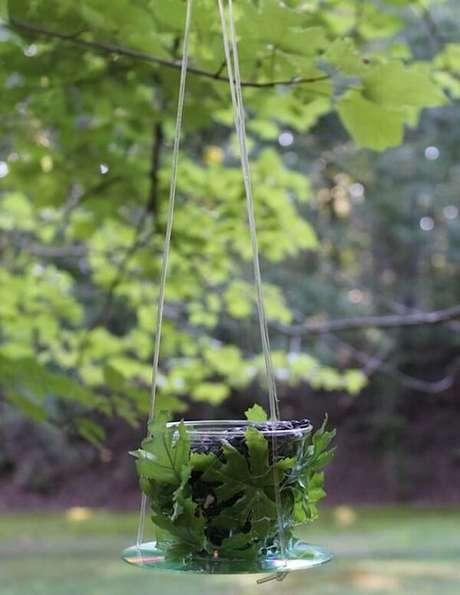 75. Utilize o CD como suporte de plantas. Fonte: Pinterest