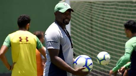 Técnico Marcão tem problemas para escalar o Flu contra o Corinthians (Foto: Mailson Santana/Fluminense)
