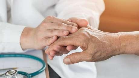 Um estudo recente identificou uma ligação entre a temperatura da palma das mãos e o aparecimento de artrite reumatoide