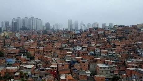 Ao contrário de muitas favelas de SP, Paraisópolis não fica na periferia, mas ao lado de áreas consideradas nobres
