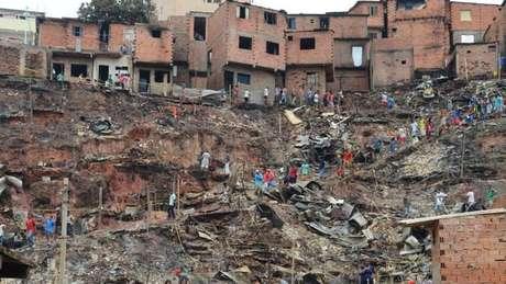 Regiões mais precárias da favela são vulneráveis a deslizamentos e incêndios