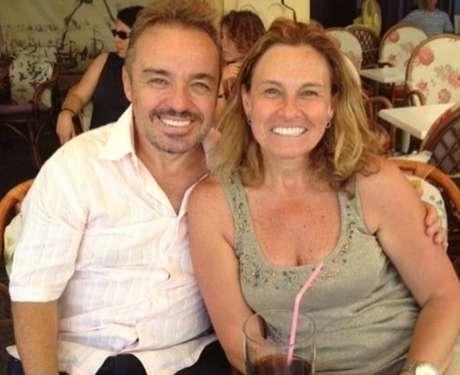 O apresentador Gugu Liberato, que morreu em novembro de 2019, e a irmã Aparecida.