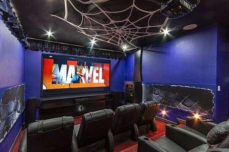 60. Cinema em casa com sala interativa. Fonte: Pinterest