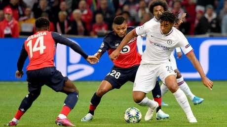 Na primeira rodada da Liga dos Campeões, Chelsar venceu o Lille por 2 a 1, na Franca (Foto: AFP)