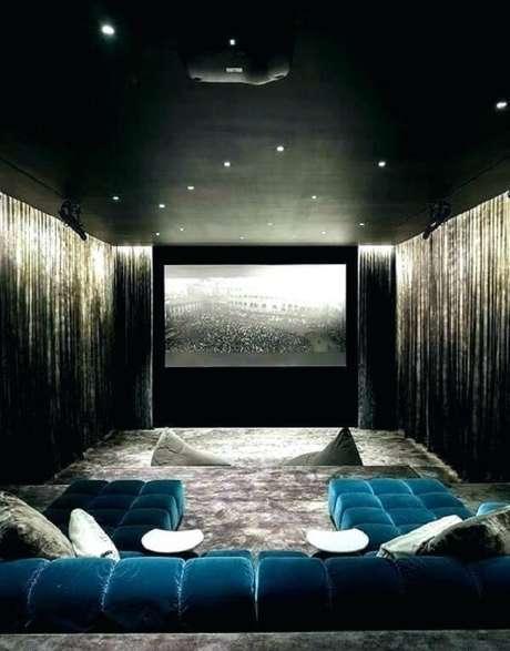 2. A tela é a parte mais importante do cinema em casa. Fonte: Pinterest