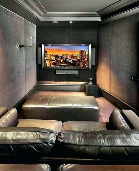 71. Sofá de couro para sala de cinema. Fonte: Pinterest