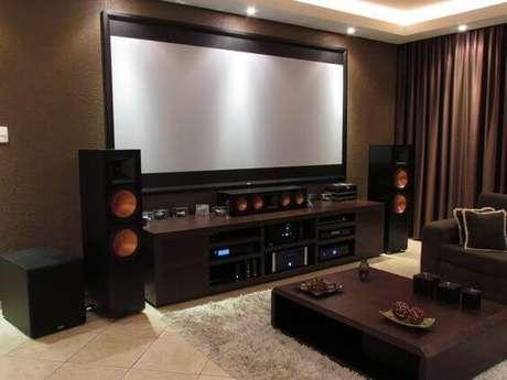 49. Cinema em casa com caixas de som. Fonte: Pinterest