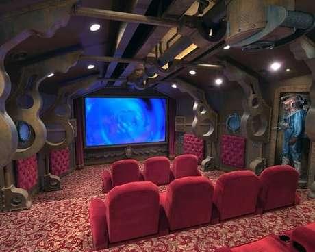 66. Estrutura impressionante para sala de cinema. Fonte: Mulher Mais Forte
