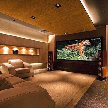 13. As poltronas confortáveis também fazem parte da composição da sala de cinema em casa. Fonte: Pinterest