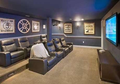 22. As poltronas podem ser distribuídas de acordo com o espaço do cinema em casa. Fonte: Pinterest