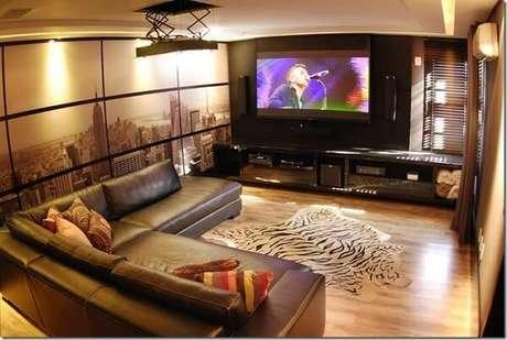 74. Sofá em formato L para sala de cinema. Fonte: Pinterest