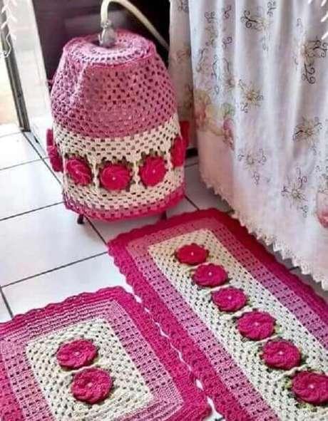 37. Jogo de tapete de crochê para cozinha cor de rosa. Foto de Explore Crew
